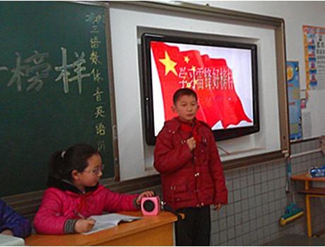 的题词,认真组织学校各班通过学雷锋主题演讲、读书征文、诗
