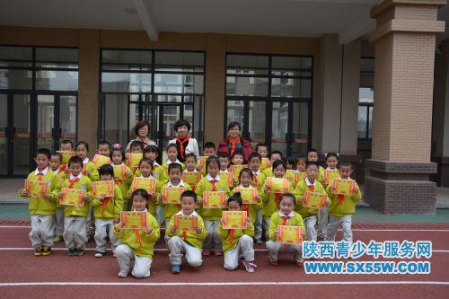 大雁塔小学石桥华洲城分校举办建队活动